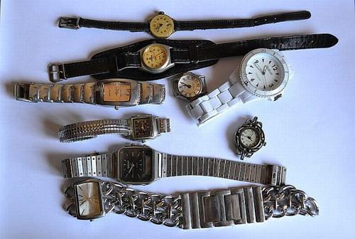 Sbírka hodinek k opravě a tvorbě