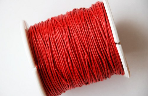voskovaná šňůrka 10m- červená
