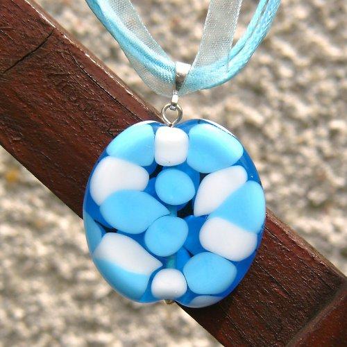 Náhrdelník - mozaiková placka - modro bílá