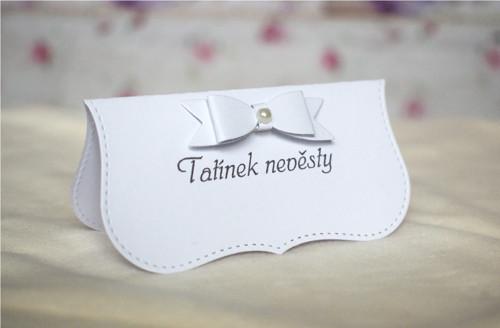 Svatební jmenovka bílá s pap. mašlí a perličkou