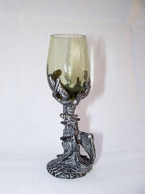 likérová sklenička s motivev draka