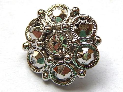 Kovový knoflík, barva stříbrná, s kamínky