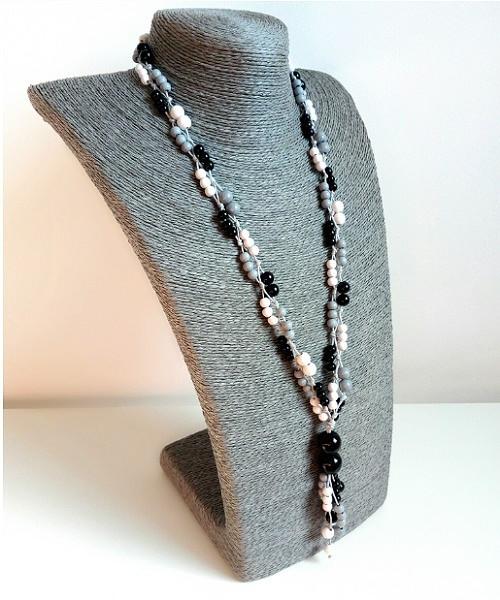 KORÁLE šedo-bílo-černé, dřevěné