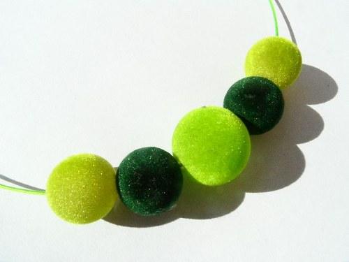 Zelený sametový náhrdelník