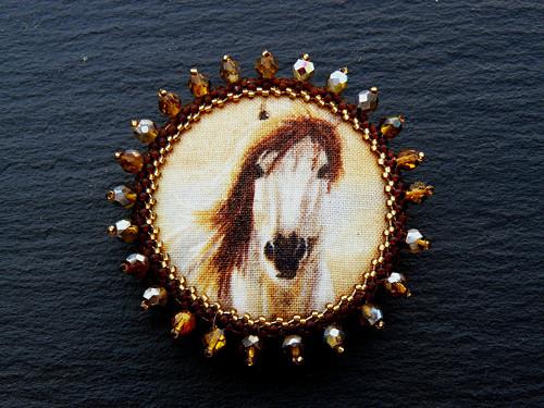 Brož S vůní koňské hřívy