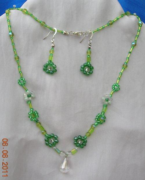 Zelené kytičky s křišťálem (63)