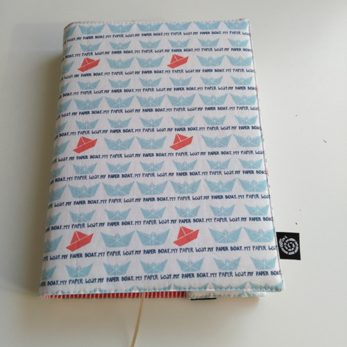 Nastavitelný obal na knihu papírové lodičky