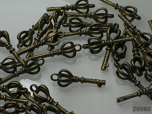 20980 Vintage přívěšek bronz. KLÍČ 27/9, bal.2ks