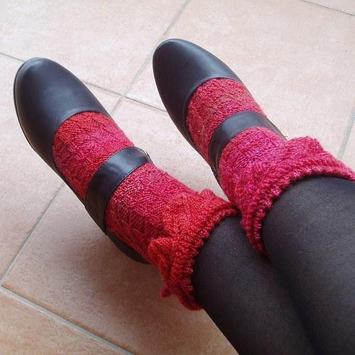 Za plotem. Ponožky.