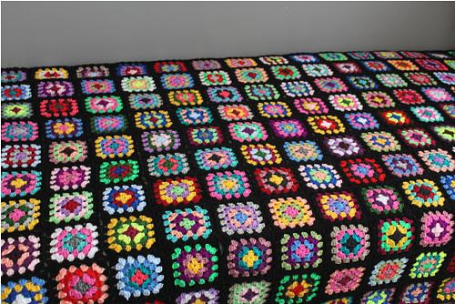 Pestrobarevná deka Babiččin čtverec