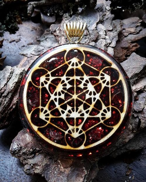 Orgonitový šperk - Metatronova krychle s Ganátem