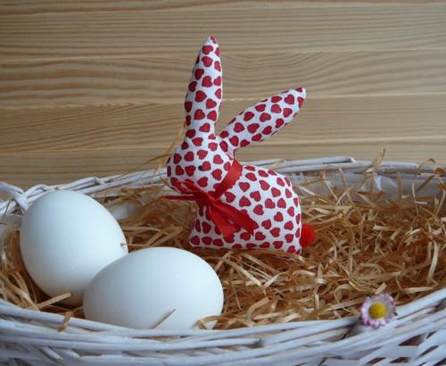 Zajíček - bíločervená srdíčka, červená mašle