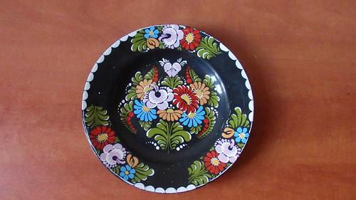 Ručně malovaný talíř Ditmar Urbach černý