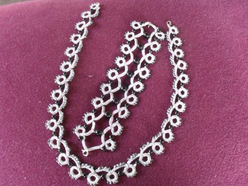 frivolitková souprava šedá náhrdelník a náramek