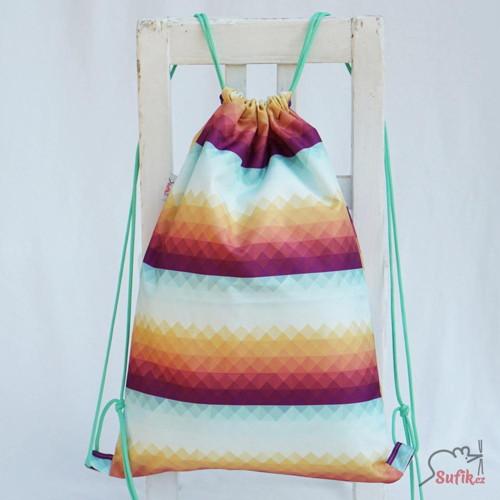 Nepromokavý batoh duhové trojúhelníky