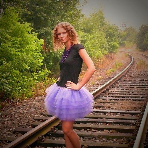 Fialová tylová sukně
