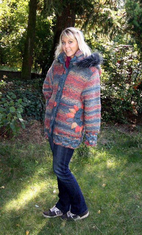 Pletená bunda s kapucí