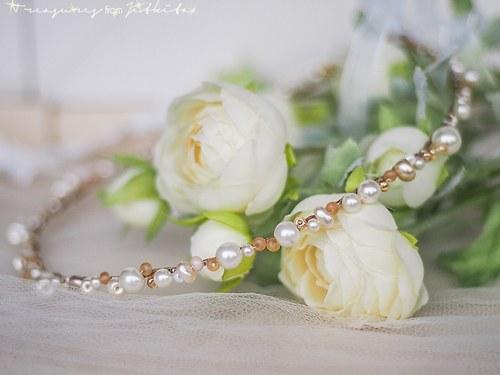 jemně béžová tiara s jemně champagn perlami