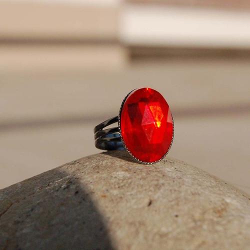 Prsten červený 18x13 mm