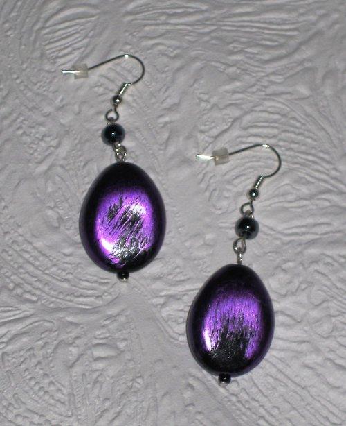 kovově fialové
