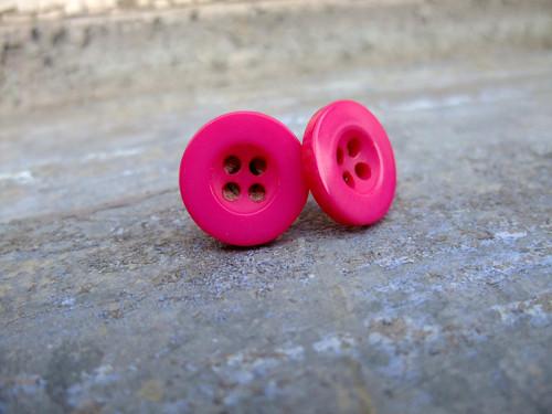 Knoflíkové náušnice - tmavě růžové
