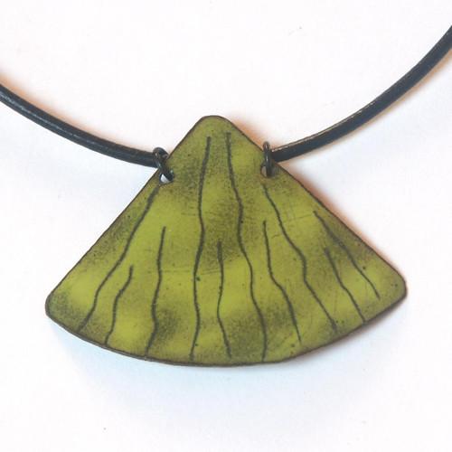 Zelený vějíř - smaltovaný náhrdelník