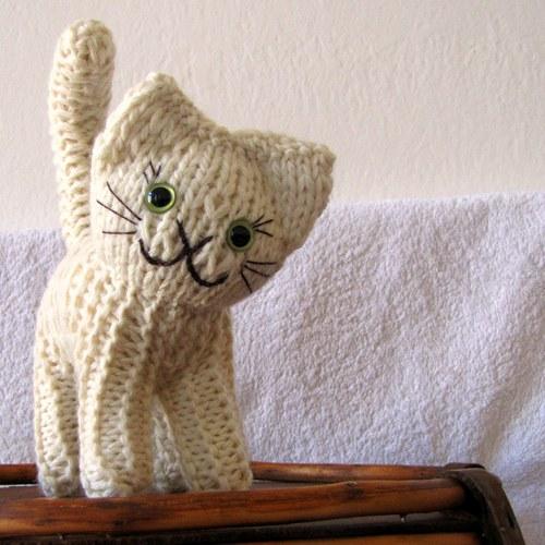 Koťátko z ovčí vlny, vycpané rounem 14 - 18 cm