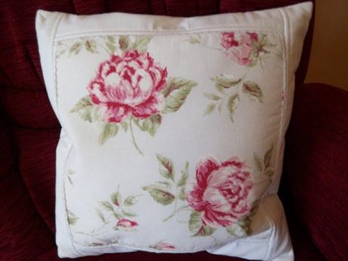 Růže na polštáři