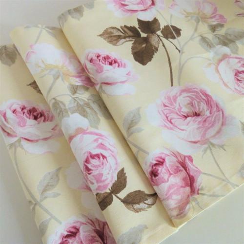 Ubrus růžové růže na vanilkové