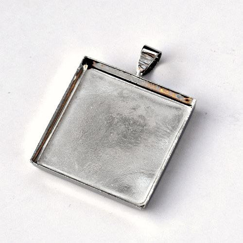 Lůžko na pryskyřici čtverec platina L187
