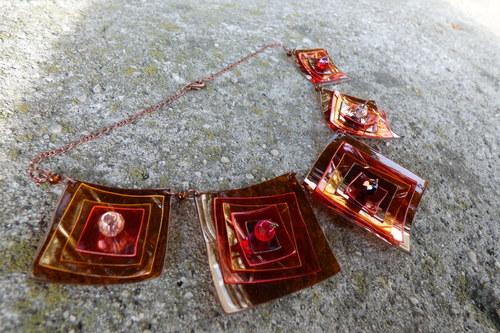 PetArt náhrdelník kostičkový ohnivý