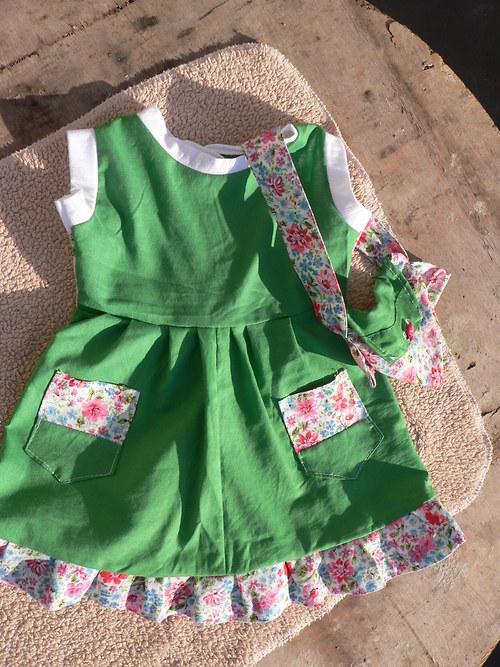 "Zelené šatičky \""malá zahradnice\""  pro panenku"