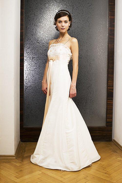 Svatební šaty empírového střihu