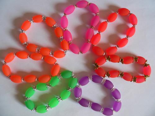 Neonové náramky s kaplíky