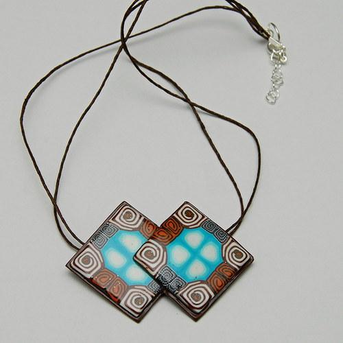 Hnědý náhrdelník rovný