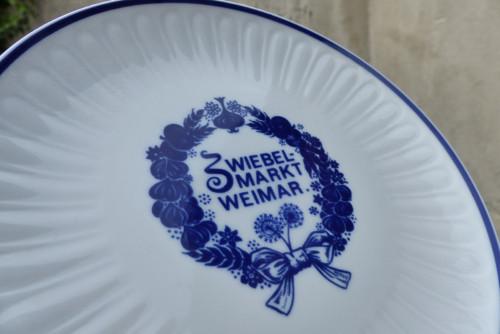 Zwiebelmarkt Weimar...porcelánový talířek