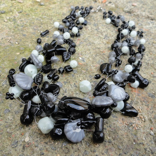 Černo-šedá motanice
