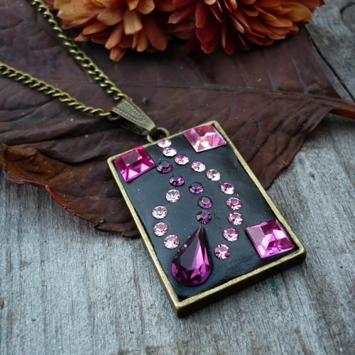 Růžový třpytkový náhrdelník
