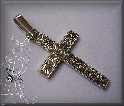 Kříž s krásnou  ruční baroko rytinou.