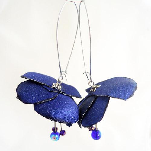 Náušnice: Modré květy se stříbrnou