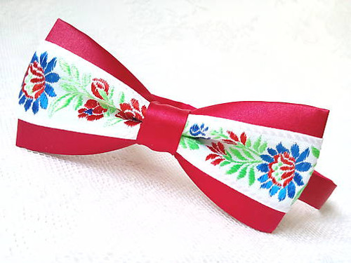 Slovak folklore bow tie (red/white)