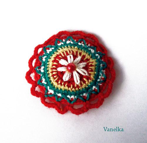 Crochet  brooch - kytkovaná