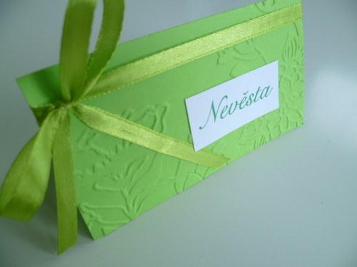 zelené  jmenovky s ornamentem