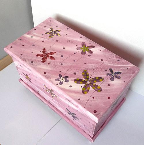 truhla na mrtvolku - růžová s květy