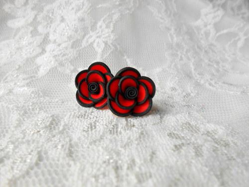 Červené růžičky s lemem