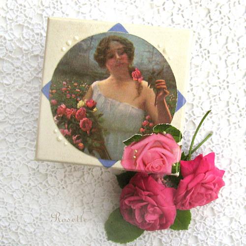 V lánech růží ... - krabička
