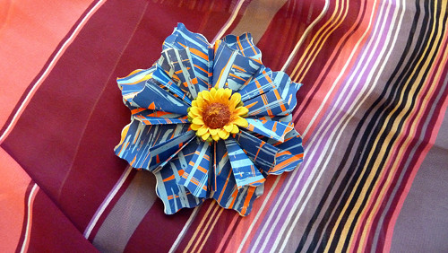 Modrá kytička se slunečnicí