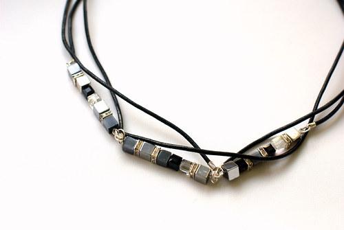 kostičkový náhrdelník trojitý s bužírkou