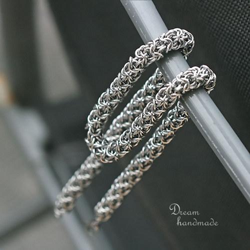 S mackem kolem krku - pánský náhrdelník