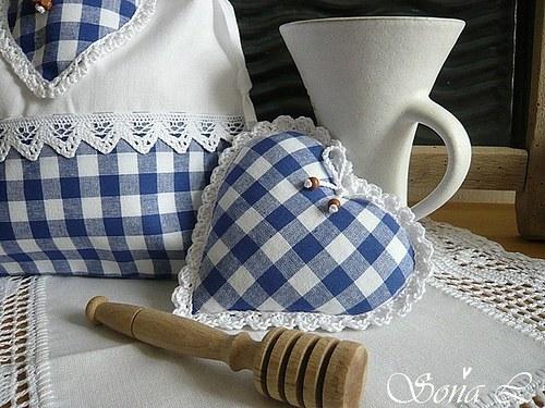 Srdíčko nejen do chalupy - modrobílá kostička